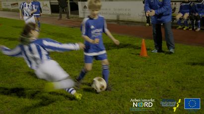 film-vroege-buurtaal-overtreding-voetbal