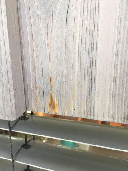 KUNDENPROJEKT abblätternde Lasur der Holzfassade