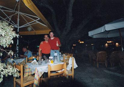 Danke, Christos! Während meiner 10-monatigen Griechenland-Reisen auf Kos, direkt an der Platane des Hippokrates. Am nächsten Morgen bin ich für 3 Tage nach Patmos rübergeschippert...