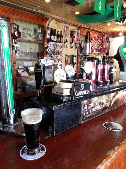 Pub in Killarney, mein erstes Guinness-Bier auf der Reise