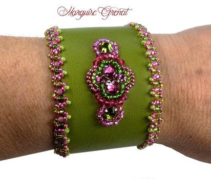 photo-bracelet-brode-sur-cuir-jaune-cabochon-rond-vert-turquoise-soie-shibori-rocaille-chic-unique
