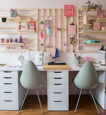 DIY de cette réalisation complète à retrouver sur:https://www.maisoncreative.com/diy/mobilier/organiser-son-bureau-creer-un-rangement-mural-modulable-9089