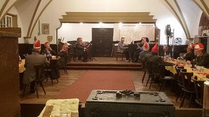 Die Burgmusikanten spielen auf