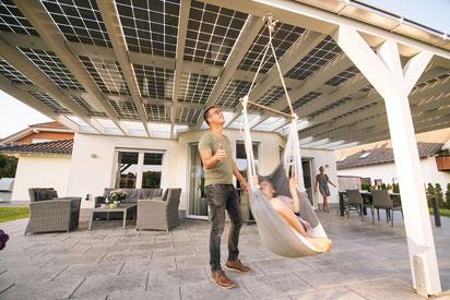 Solarterrassendach beim Aufbau