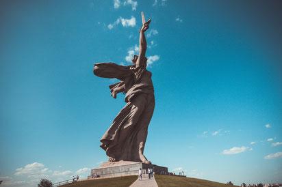 """Das Monument """"Die Mutter Heimat ruft"""" in Wolgograd als Wandposter als Wandposter kaufen oder kostenlos lizenzfrei herunterladen"""