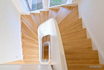 Sonderform Treppe Blick ins Treppenausge