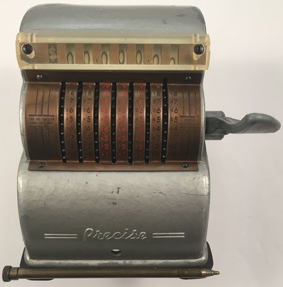 PRECISE Adding Machine, fabricada por Precise Developments Co. Inc., Chicago (U.S.A.),  año 1946, 14x17x13 cm