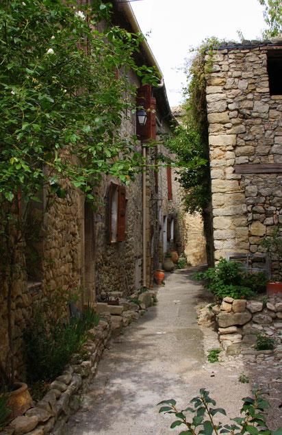 Bild: alte Straße in Lurs in den Alpes de Haut Provence