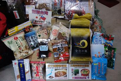 日本から持ち込んだ食材の数々