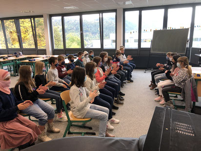 Die Klasse 5RH1 im Musikunterricht.