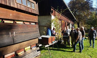 Wanderung zum Bienenstand von Schwarz Manfred auf Schloss Dornbach