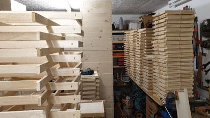 In seiner hauseigenen Werkstatt wurden knapp 500 Fotorähmchen hergestellt
