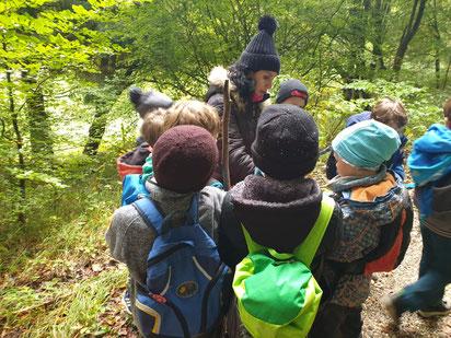 NABU-Pädagogin Cristina Aguirre und Kinder in Aktion