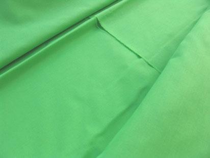 Reine Baumwolle, maigrün, 240 cm breit.