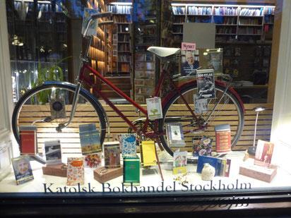 Schaufenster der katholischen Buchhandlung in Stockholm