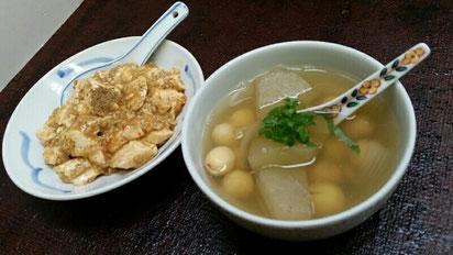 マクロビオティックとベジ薬膳の加藤先生のご自宅にステイ体験させていただきました。左は山椒を使った麻婆豆腐、右は冬瓜と蓮の実のスープ。さすが、どちらも美味しく。