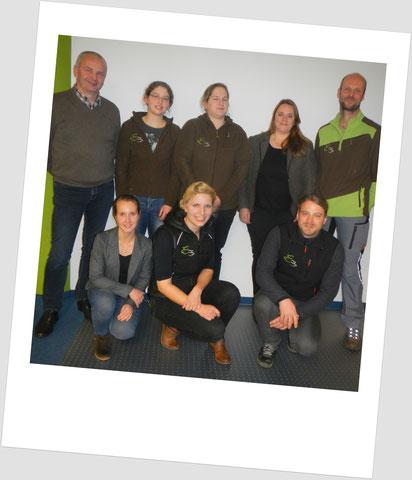 hinten v. links: Lieven Clearhout (Huvepharma); Sonja Hoffmann (TÄ); Miriam Niggemeier (TÄ); Nicole Jung (Huvepharma); Ralf Bischoff (TA); vorne v. links: Angelika Cechini (TÄ); Dr. Diana Busley (TÄ); Mathias Baudis