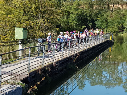 Au retour, petite halte à l'écluse du pont-canal d'Allenjoie.
