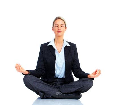 Beneficios del Yoga en el entorno laboral. Pincha la foto para leer más.