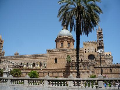 Die Kathedrale von Palermo: außen interessant, innen langweilig