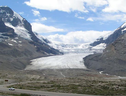 Le glacier Athabasca vu de la route