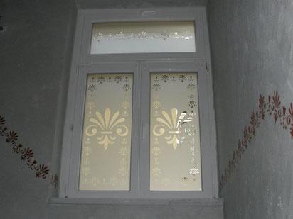 Glasdekorfolie als Sichtschutz in einem Privathaus