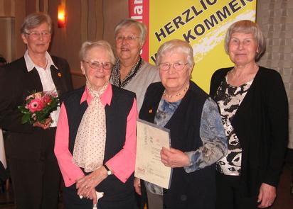 V.l.n.r. Brigitte Knoll (10 Jahre), Elisabeth Ahlers (30 Jahre), Hannelore Letsch (35 Jahre), Irgard Benz (25 Jahre) und Edith Viedt (30 Jahre).