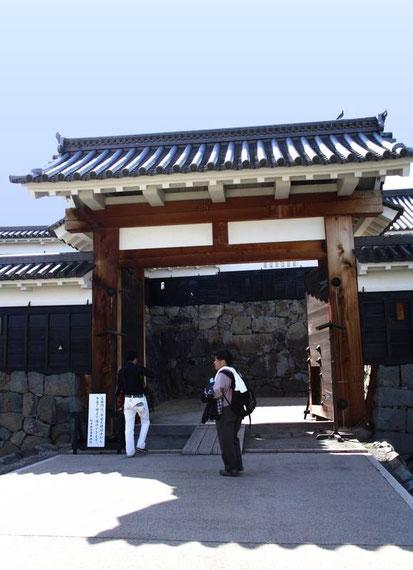 le Taikō-Mon : la première porte (vers l'extérieur) : Kōrai Mon (ou Ichi-No-Mon)