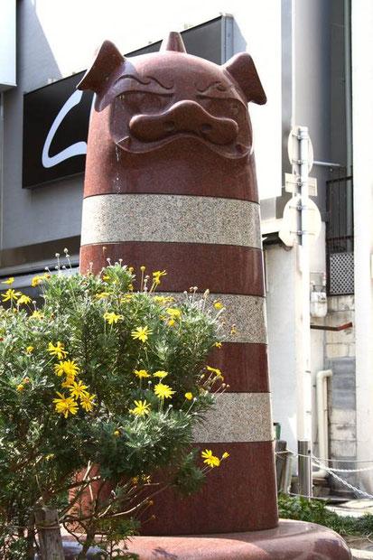 Sur la placette de Sakurano-Cho entre les shotengai de Teramachi et Shin-Kyogoku