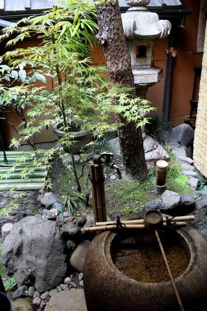 le jardin intérieur du Wajimaya Ryokan