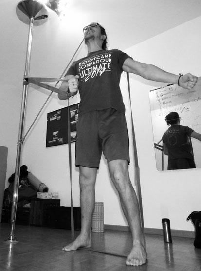 Vidéo dédiée à l'entrainement des épaules avec élastiques