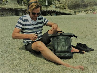 Hat Platz für alles, was man am Strand so braucht: Rucksack Carringer von Stef Fauser Design