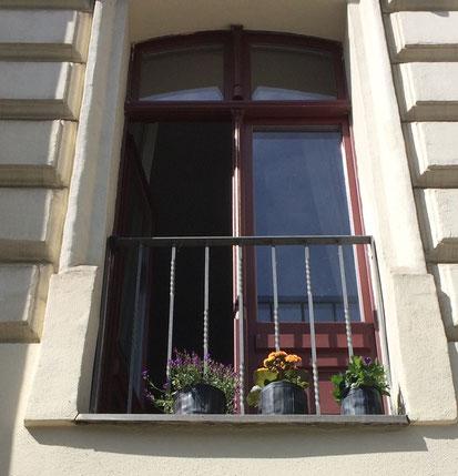 Flowertubes, die Blumentöpfe aus Fahrradschlauch und Planenmaterial von Stef Fauser Design geben jedem Balkon mehr Fleur. Foto: Stef Fauser Design