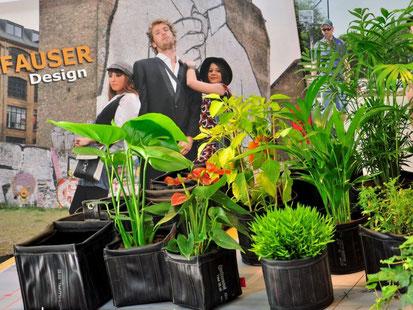 Neuheiten aus gebrauchtem Fahrradschlauch wie beispielsweise Fahrradschlauchtaschen oder Pflanzentaschen stellt Stef Fauser Design aktuell auf der Showup in Amsterdam aus. Foto: Stef Fauser