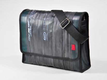 Sportliche Umhängetasche von Stef Fauser im DIN A4-Format mit viel Stauraum
