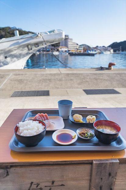 勝浦漁港にぎわい市場まぐろ付き朝食