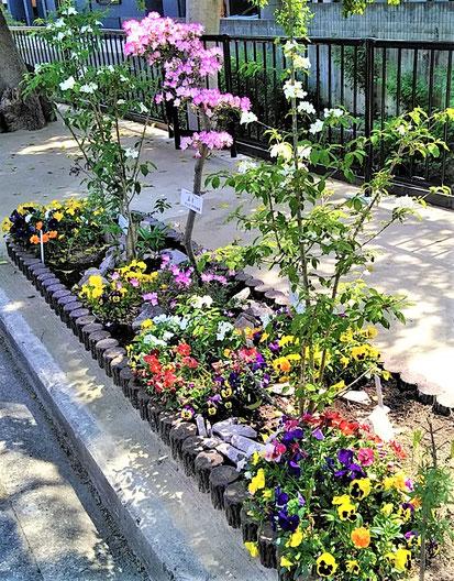 「庭園風」イメージの植栽帯