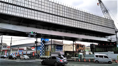 このほど国道171号をまたいだ鉄道橋(新「箕面萱野駅」の南側すぐ)