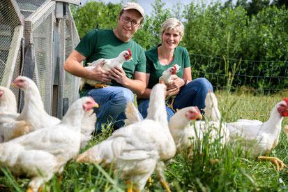 Hilke und Jochen Hartmann mit ihren Freilandhähnchen