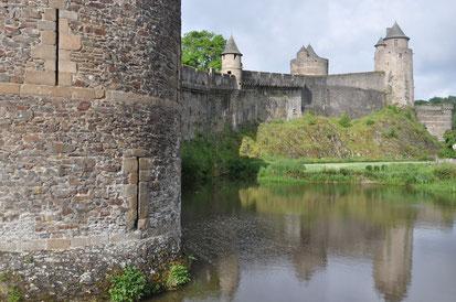 Les douves du château de fougères ©Y.Gautier