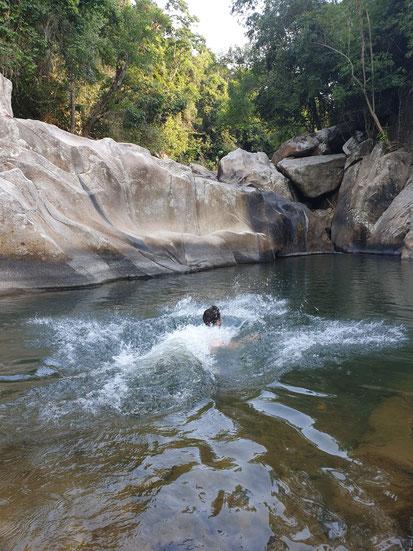 Sprung ins Wasser am Bo Ho Wasserfall