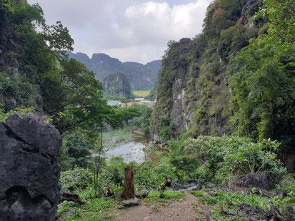 Ausblick von der Bich Dong Pagoda