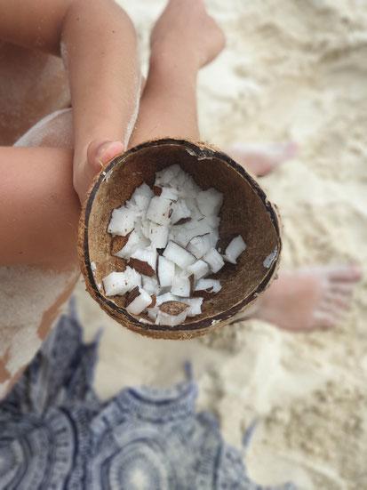 Selbstgeknackte Kokosnuss