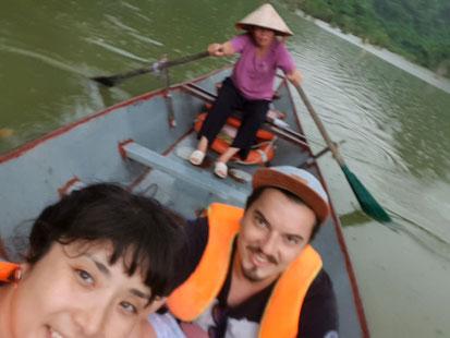 Auf dem Boot zu den Vögeln des Bird Parks