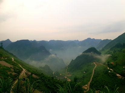 Blick über die Berge des Ha Giang Loops