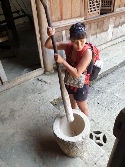 Riesen antiker Mörser im Hmong King Palace