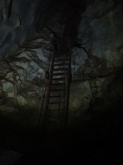 Weg zu oberen Höhle in der Höhle vom Nationalpark bei Tam Coc