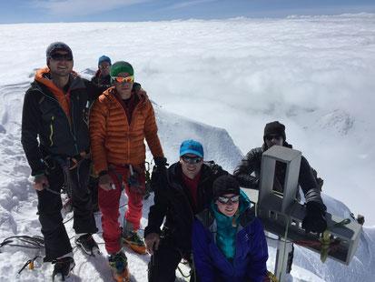 Auf dem Finsteraarhorn - knapp über dem Nebel!