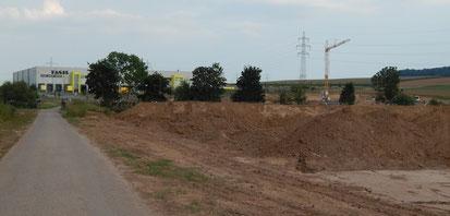 August 2019. Ackerland Langwiesen IV für archäologische Untersuchungen umgegraben. Jenseits des Fürtlesbach wurde eine neue Baustelle aufgemacht.