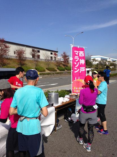西神戸マラソンの最大の醍醐味は豪華エイドです!!